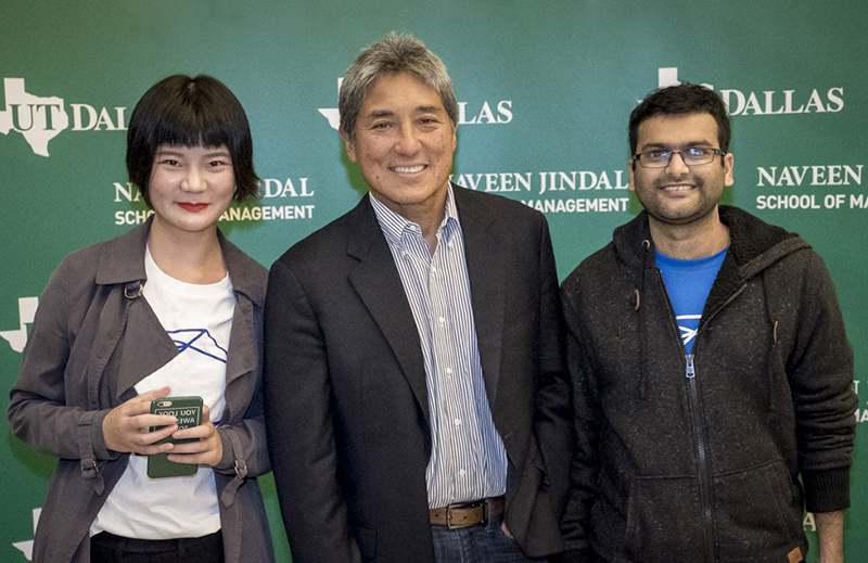 Students pose with Guy Kawasaki at the annual Big Idea Competition at UT Dallas.